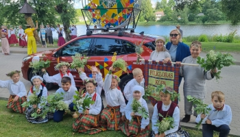 """Iepazināmies ar Ludzas bērnu folkloras kopu """"Žibuleits"""" un tās vadītāju Daci Tihovsku"""