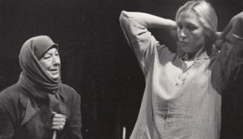 """""""Zaļā zeme"""" Nacionālajā teātrī (1996) - laikmeta esence un pudeles balkonā"""