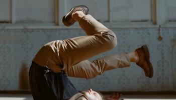 Grosombols. Laikmetīgā deja kā vīrišķīguma pētījums