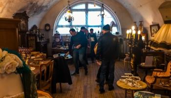 Apmeklētājus Daugavpils cietoksnī uzrunā senas mēbeles un interjera lietas