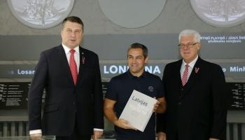 24. septembris. Igors Vihrovs izcīnīja zelta medaļu Sidnejas olimpiskajās spēlēs