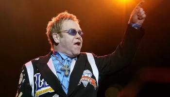 Dzimšanas dienā dzied Eltons Džons