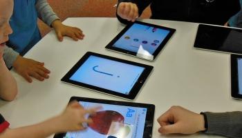 Kā skolu pievilcīgāku bērniem varētu padarīt tehnoloģiju gudrības apguvuši skolotāji