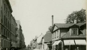 Šķērsām pa Bruņinieku ielu Rīgā