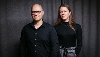Sarunas ar arfu. Dārta Tisenkopfa un Mikus Abaroniņš gatavi koncertam Radio studijā!