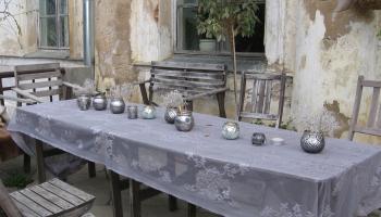 Рижская дума планирует разрешить работать уличным кафе