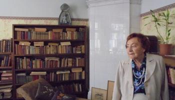 Dzejnieces Lijas Brīdakas virtuvē Monta Kroma aizvadījusi ne vienu vien sarunu vakaru