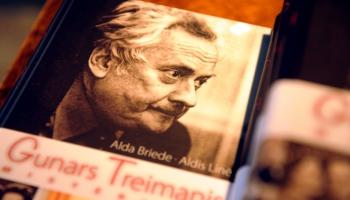 """Gunnaru Treimani 90. jubilejā atminoties. Raidījums """"Kā no plaukta"""""""
