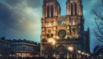 Raidījums veltīts Parīzes Dievmātes katedrālei