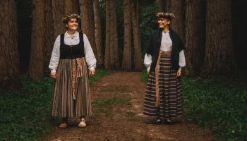 Gaidot Vasaras saulgriežus,iepazīsim etnomūziķes-māsas Katrīnu, Laimu Dimantas