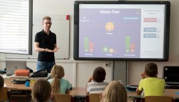 Aptauja: Vecāki lieliskus skolotājus bērniem grib, skolotāja profesiju viņiem nenovēl