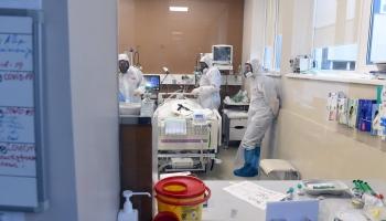 Pieaudzis stacionēto Covid-19 pacientu skaits. Palielinās arī smagu slimības gaitu skaits