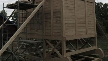 """Aigars Bikše radījis pilsētvides objektu """"Globālās sasilšanas templis"""""""