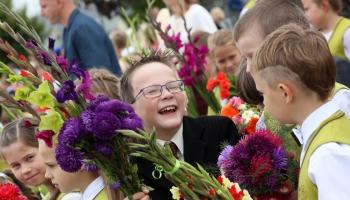 Svinēsim 1. septembri Zviedrijā un Skolēnu dziesmu svētkus Īrijā