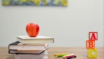 Atgriezties skolā Latvijā: cik smaga ir mājupbraucēja skolas soma