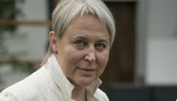 Dizainere Ināra Liepa rūpējas par leļļu mākslas attīstību Latvijā