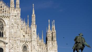"""Milāna: teātris pie kāpnēm, slavenie """"bū"""" un bērza skrituļdēļi"""