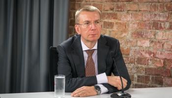 Ārlitu ministrs Edgars Rinkevičs ar Somijas kolēģi pārrunās aizturētā jūrnieka lietu
