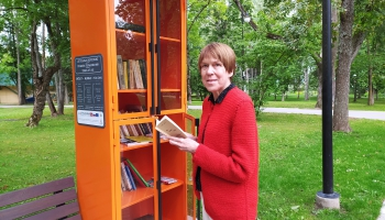 Ludzas parkā izveidota āra bibliotēka