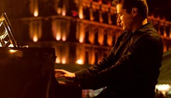 Meksikāņu pianists un komponists Alekss Merkado