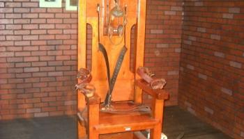 6. augusts. ASV uz elektriskā krēsla sodīts pirmais noziedznieks