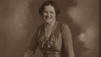 Latviešu romantiskās dzejas pārstāve Elīna Zālīte
