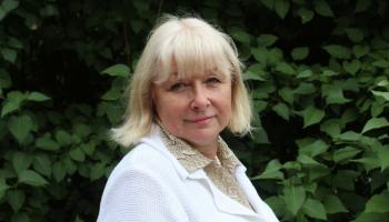 Aija Jansone - latviešu etnogrāfiskā tautas tērpa pareizas komplektēšanas konsultante