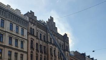 Traģiskais ugunsgrēks Rīgā raisa jautājumus par nelikumīgiem izmitinātājiem