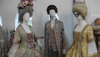 Rokoko, bīdermeijera un ampīra stila tērpi - sendienu daiļums Brunavā