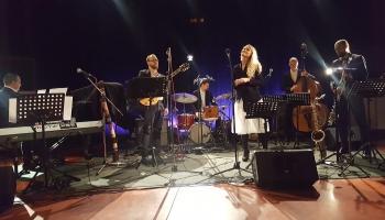 """Beāte Zviedre koncertprogrammā """"Džezs dzied Aspaziju"""" Latvijas Radio studijā"""
