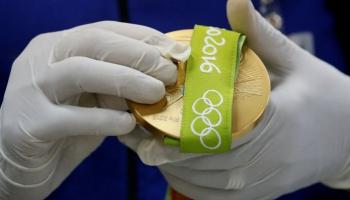 Olimpisko medaļu pārdale. Slavenie komandu nosaukumi pret reklāmām