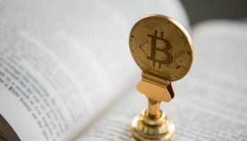 Криптовалюта как суррогат, заменяющий реальные деньги