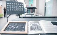 """LU Dabas mājā var aplūkot audiovizuālo instalāciju """"Latvijas kultūras alfabēts"""""""