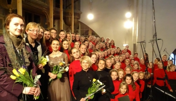 """Rīgas Doma meiteņu kora """"Tiara"""" koncerts """"Bezvainības dziesmas"""" 6. maijā Rīgas Domā"""