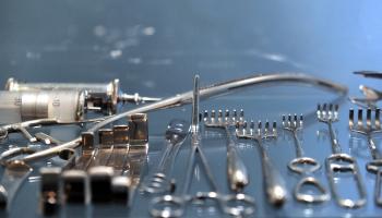 В Музее истории медицины – выставка «Скальпель и перо»