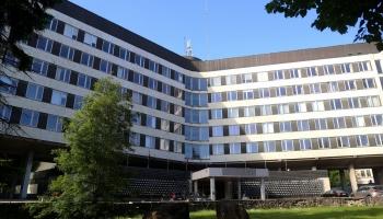 Bijušo Centrālkomitejas ēku sola nenojaukt pirms arhitektūras ideju konkursa