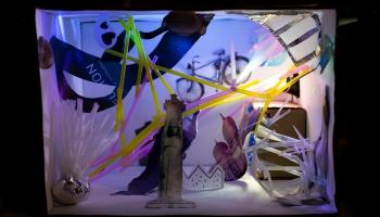 """Teātra muzejā aplūkojama mākslas skolu audzēkņu scenogrāfijas maketu izstāde """"Melnā kaste"""""""