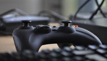 Digitālās spēles tiešsaistē: ieguvumi un riski bērniem un pusaudžiem