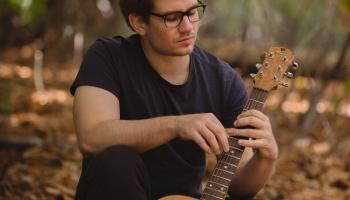 Studijā ģitārists Ivars Štubis