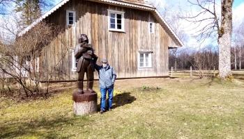 """""""Kalna Kaibēni"""". Vecākais memoriālais muzejs Latvijā, kas paslēpies Vecpiebalgas pakalnos"""