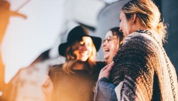 Aprunāšanā var ieslīgt neviļus: kādu kaitējumu tā nodara