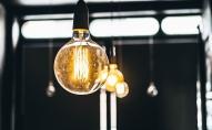Kā izvēlēties sev piemērotāko elektroenerģijas tirgotāju un labāko cenu?