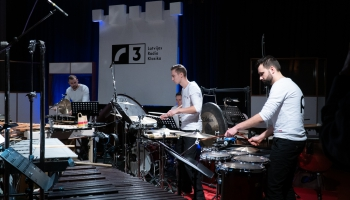 "Sitaminstrumentu ansamblis ""Perpetuum Ritmico""  Latvijas Radio I studijā"