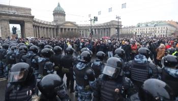 Protesti Krievijā un Brazīlijā. Neskaidrības ar Covid-19 vakcīnu piegādēm