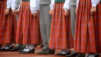 Luksemburgā skan folklora, bet Briseles dejotāji izaicina