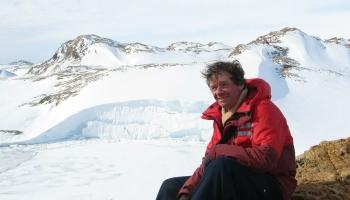 Арктика и Антарктида: что творится на полюсах Земли?