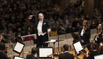 """Ludviga van Bēthovena """"Svinīgā mesa"""" maestro Gārdinera vadībā Herkulesa zālē Minhenē"""