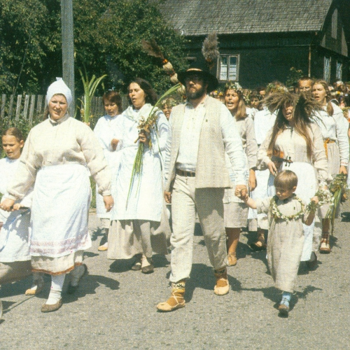 # 197 Divi duči rotaļu kopā ar Skandiniekiem (1982)