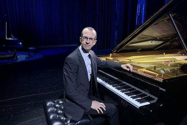 """Pianists Juris Žvikovs VEF Kultūras pils koncertciklā """"Come prima"""""""