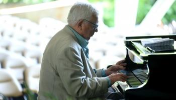 Latviešu dzejnieku - klasiķu zelta graudi mūzikā. Stāsta komponists Raimonds Pauls.